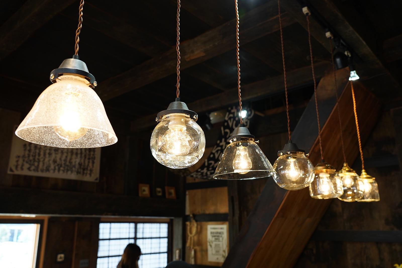 安土草多さんの照明を玄関にコーディネート