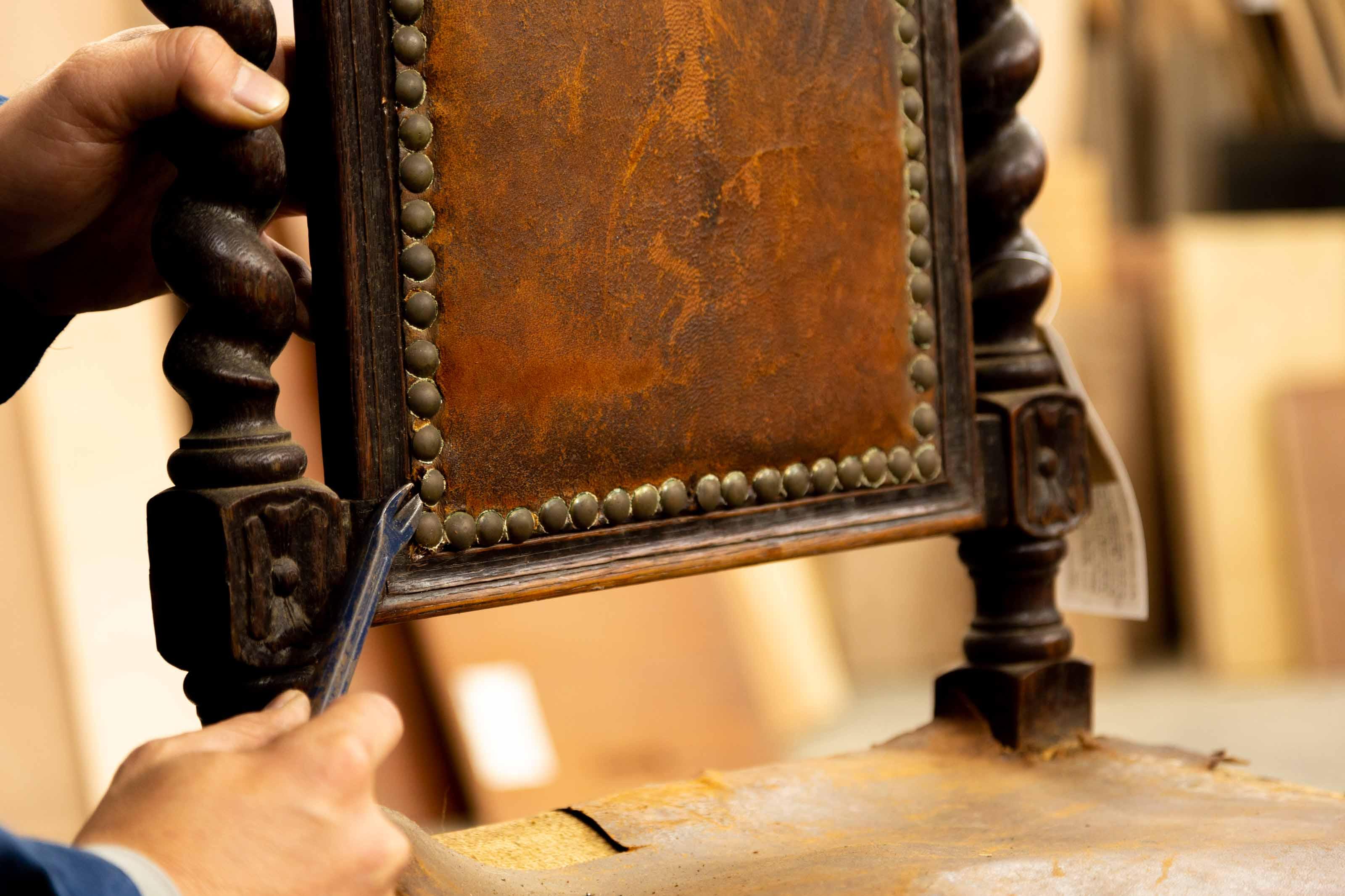 リペア職人に聞いたアンティーク家具の魅力