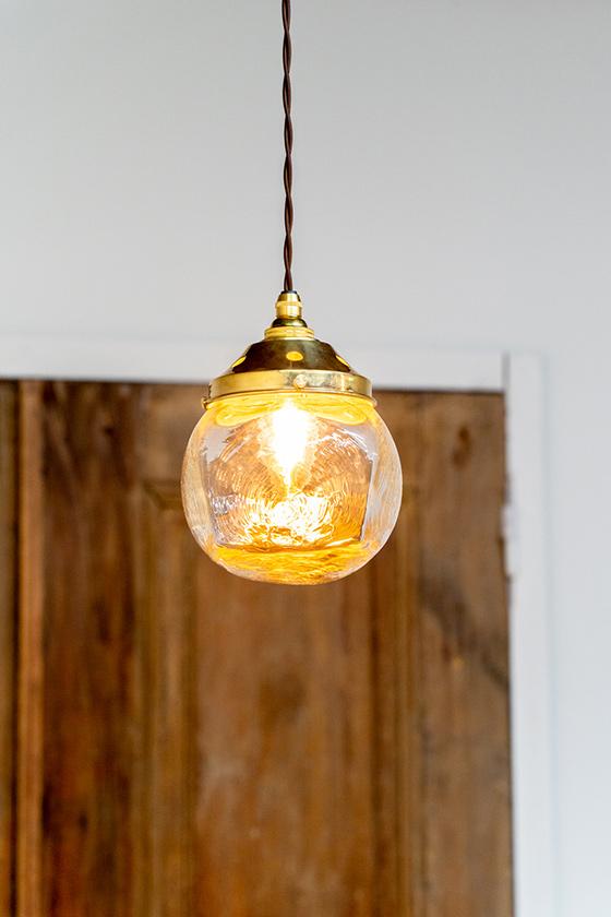 工芸作家安土草多さんの シンプルな照明ガラスシェード