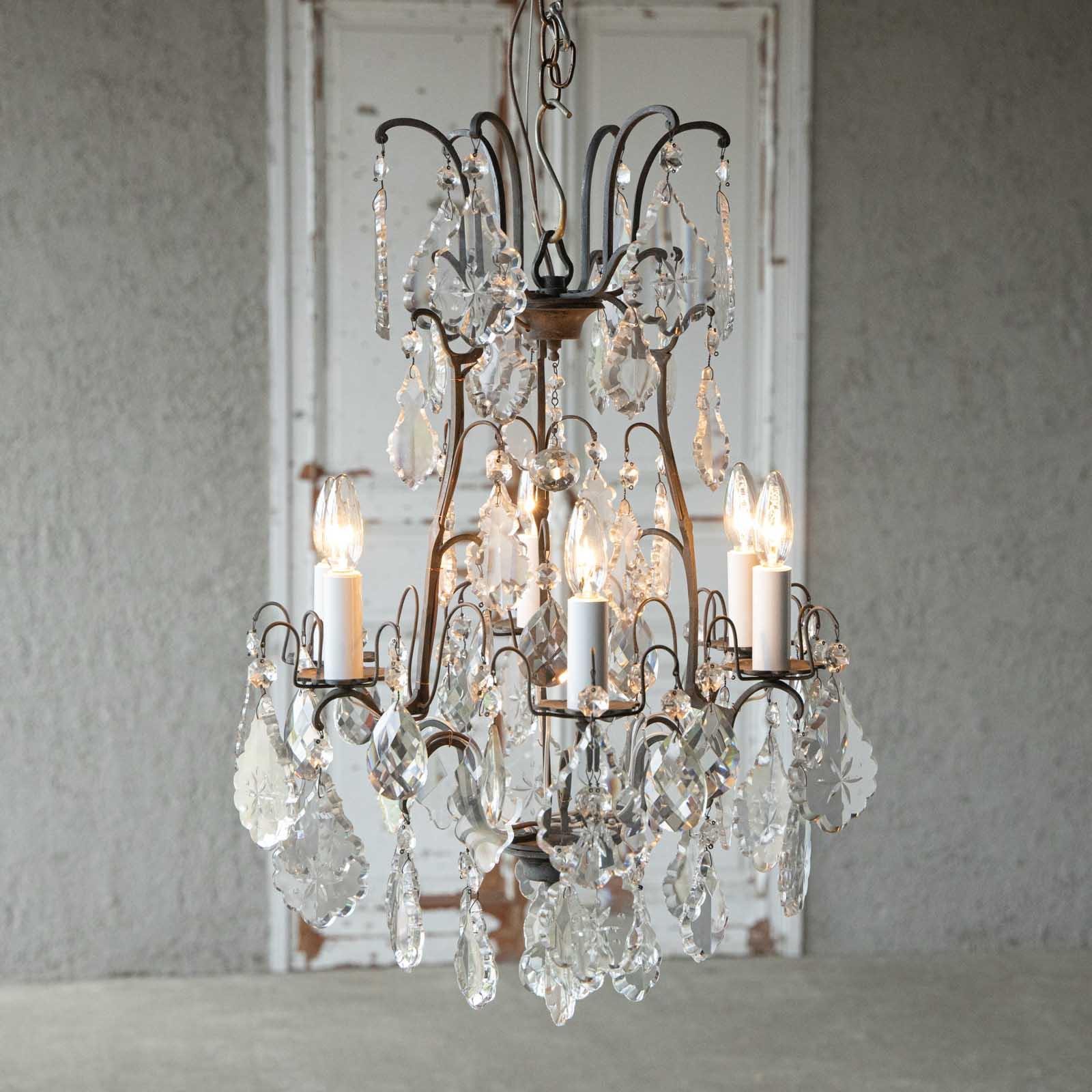 上品なデザインの真鍮のフレームにリーフ型の華やかなガラスが煌めくイタリアンシャンデリア 6灯 /直付け・直配線仕様
